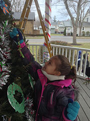 Village Elementary decorating the Village of Hilton Christmas tree 2014